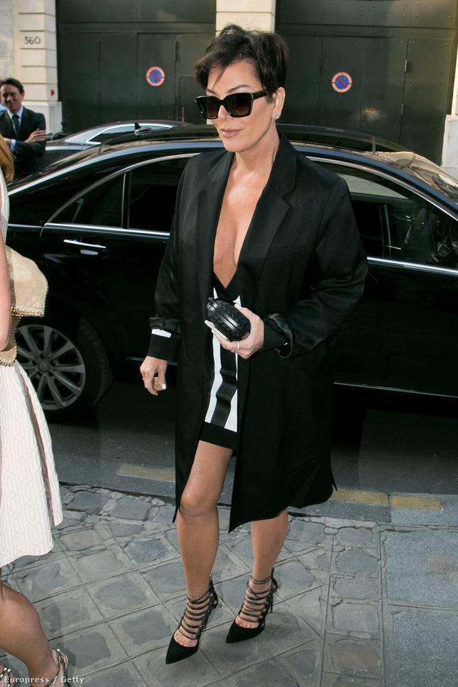 Kris Jenner ezt épp Párizsban tette.