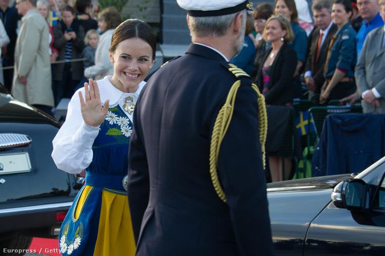 Ez pedig 6-án, amikor Sofia Hellqvist Djurgardenen, Stockholm második legnagyobb szigetén ünnepelte a svédek nemzeti napját.