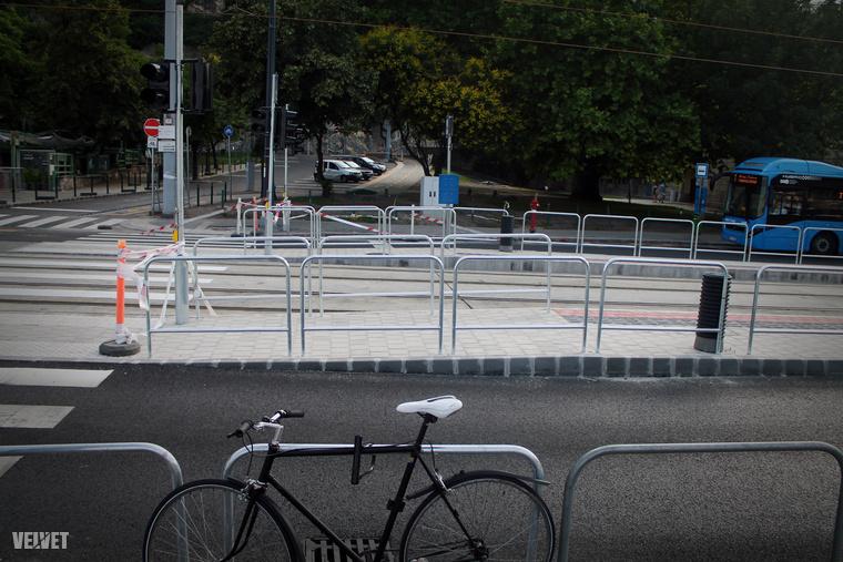 Azért a Döbrentei tértől most sem kell sokat sétálni.