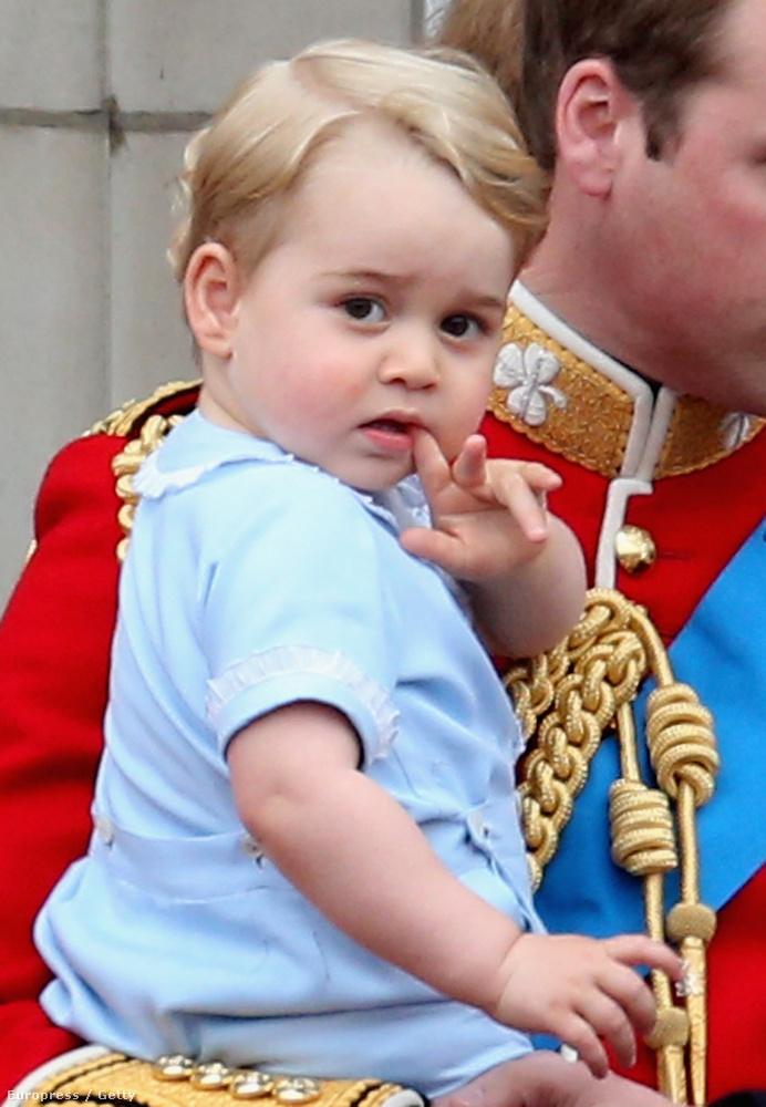 Királyi gyerek ennyire még nem élvezte az alattvalók előtti pózolást