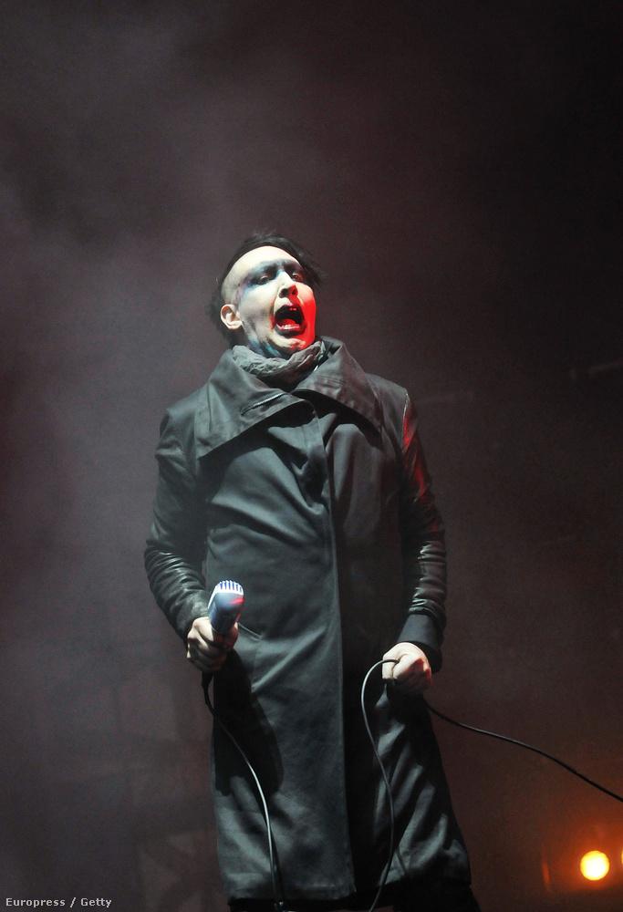 Mielőtt megnézné a hét két legtökéletesebb fotóját, tekintse meg a 46 éves Marilyn Mansont.