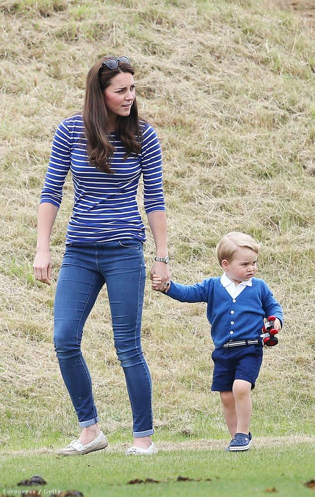 Közben lehet sétálni anyával.