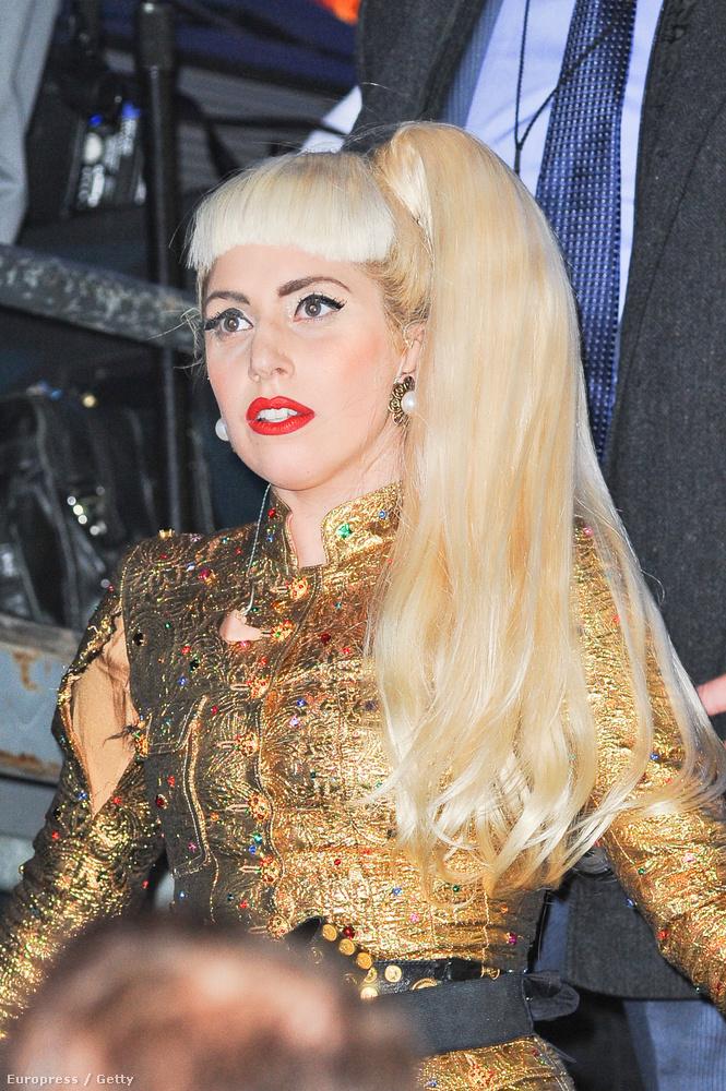 Lady Gaga túldizájnolt ruhája 2011-ben nem bírta a terhelést.