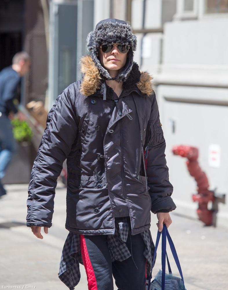 És arra, hogy ő nem egy félőrült hajléktalan, hanem az Oscar-díjas Jared Leto?
