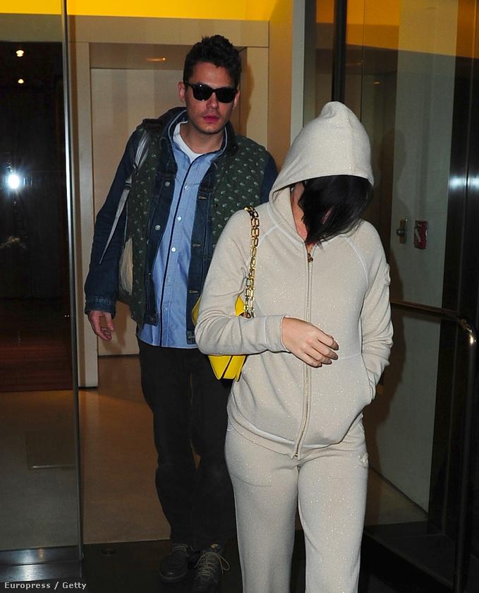 Ez akkoriban készült, mikor Katy Perry teljesen jogosan szégyellte, hogy John Mayerrel randizik