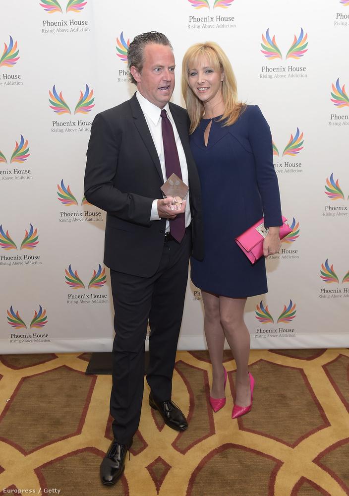 A Jóbarátok két egykori főszereplője, Lisa Kudrow és Matthew Perry Beverly Hillsben, a Phoenix House díjátadó gáláján találkoztak össze, ahol többek közt azokat a fiatalokat ünnepelték, akik sikeresen legyőzték függőségüket, illetve azokat, akik segítették, illetve inspirálták őket
