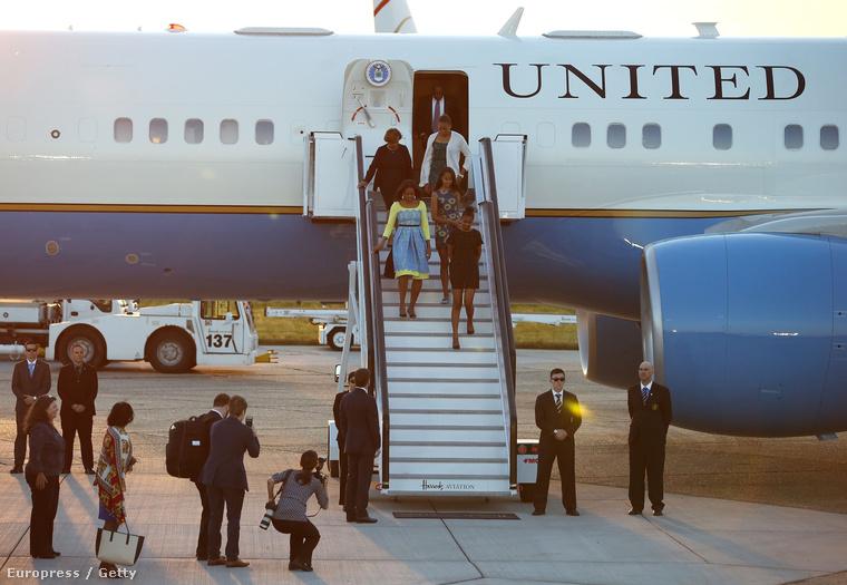 De igazából azért utazott Angliába Michelle Obama Malia és Sasha Obamával együtt, hogy a first lady Európában is hirdethesse az igét, miszerint a nők oktatása nagyon fontos