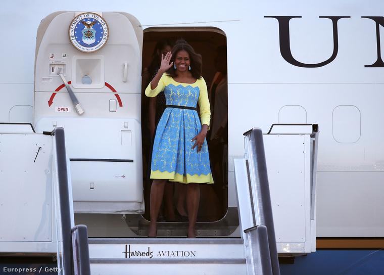 A Northfoto szerint az amerikai elnök felesége és két lánya azért érkezett Londonba, hogy teázzanak Harry herceggel
