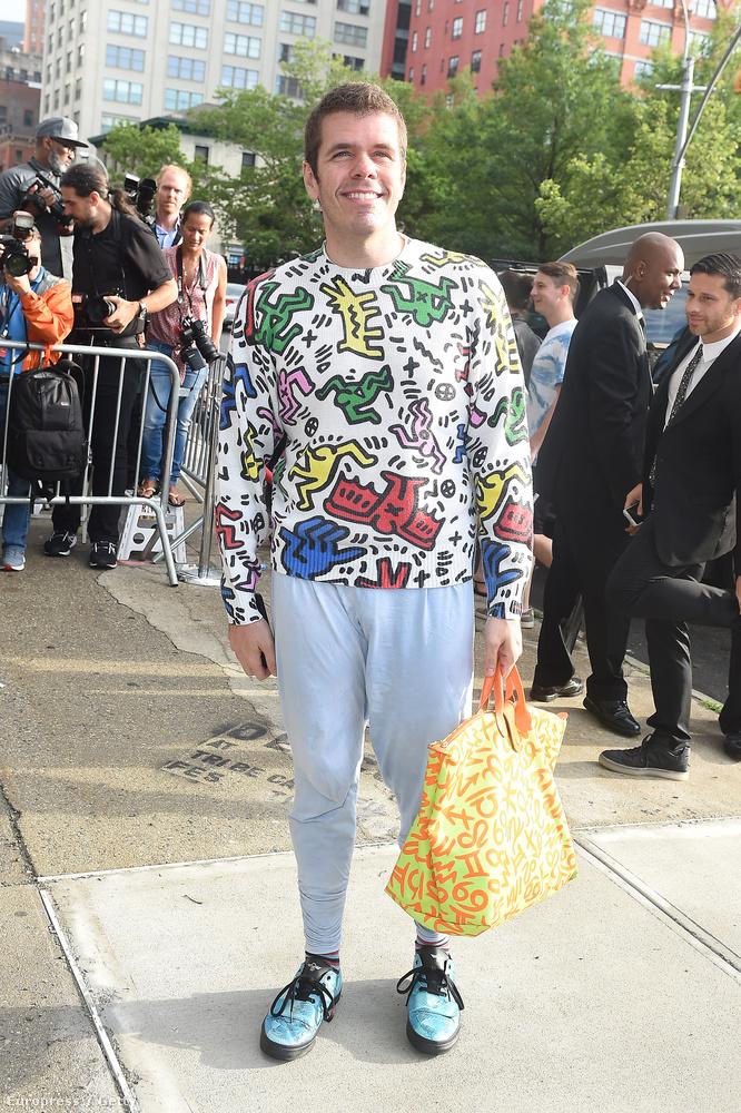 De mi a jó franc volt Perez Hilton táskájában?