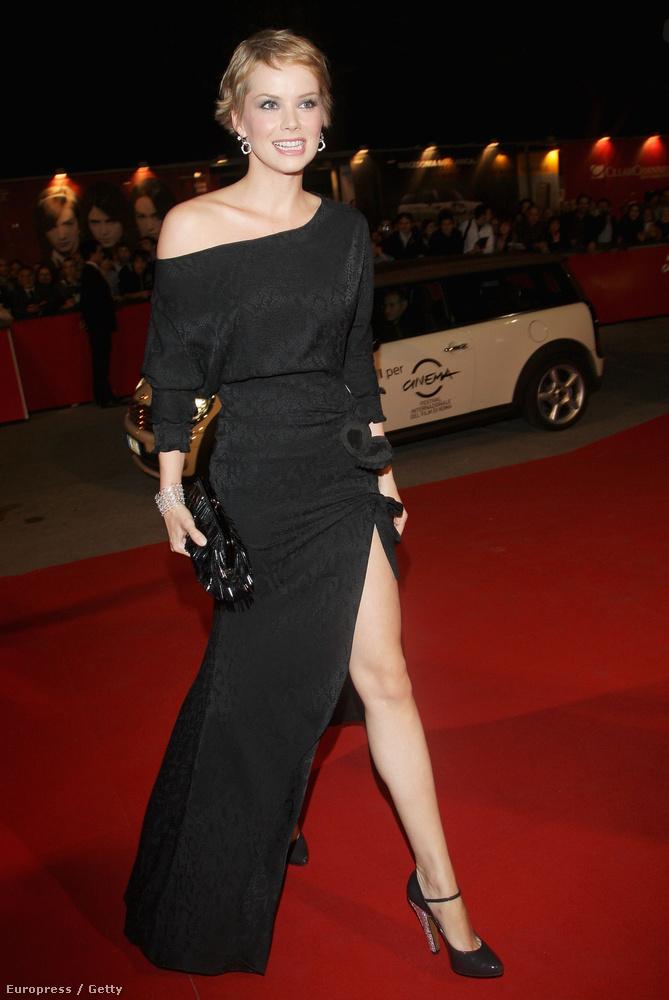 például ez, amit 2008-ban viselt, a Római Filmfesztiválon