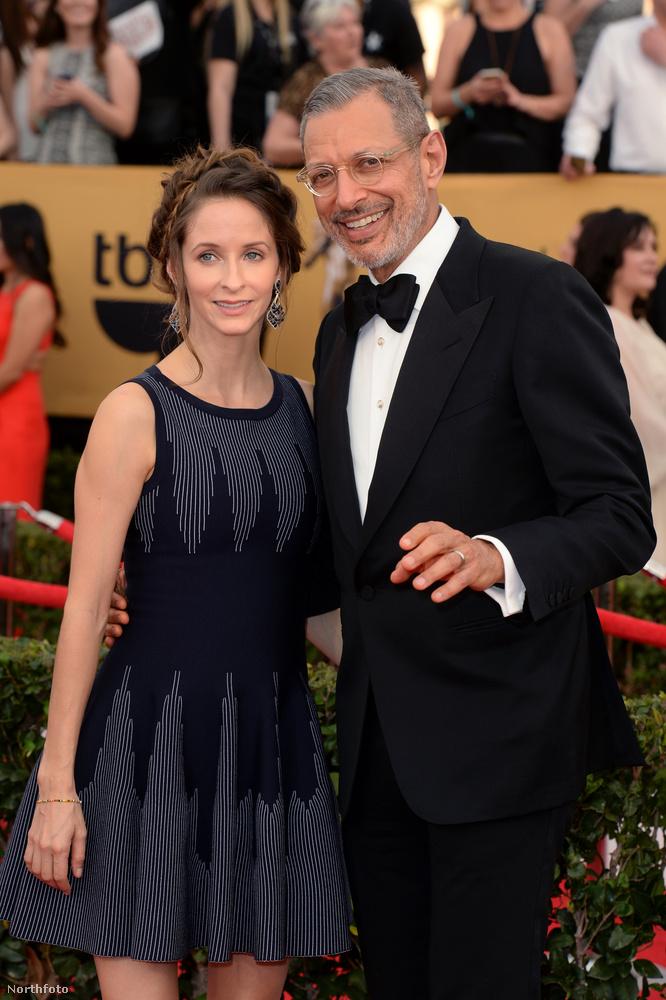 Ez a legutolsó kép, és ezen megint Jeff Goldblum van, de mostani feleségével, Emilie Livingstonnal