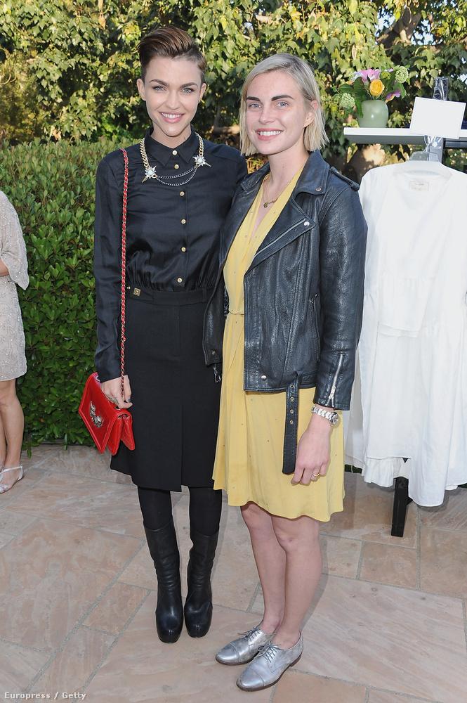 Barátnőjével, Phoebe Dahl-lal 2014-ben jegyezték el egymást.