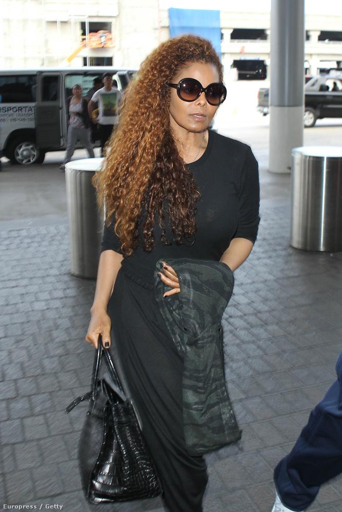 A hét egyik legnagyobb brékingje az volt, hogy Janet Jackson újra nyilvánosan mutatkozott, hisz hamarosan turnéra indul