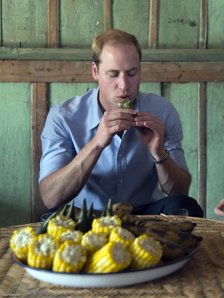 Vilmos herceget Kínában kínálták az asztalon látható finomságokkal, a herceg még márciusban látogatta meg a kínai Mengman várost.