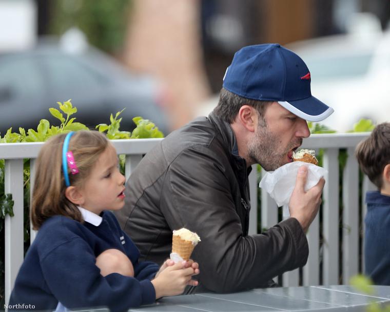 Ben Affleck és lánya, Seraphina együtt fagyiztak a Brentwood Country Martnál