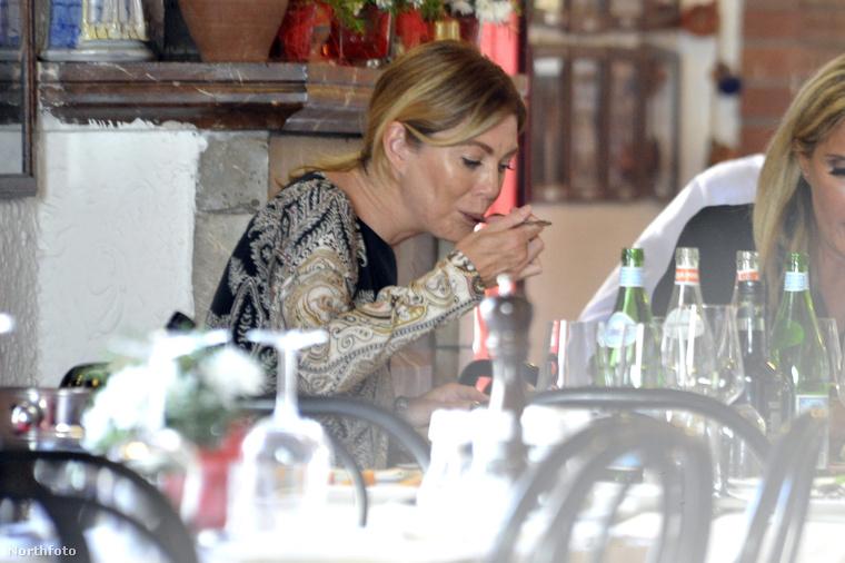 Ellen Pompeo (Meredith Grey a Grace Klinikából) a férjével, Chris Iveryvel és a lányával ebédelt Szicíliában
