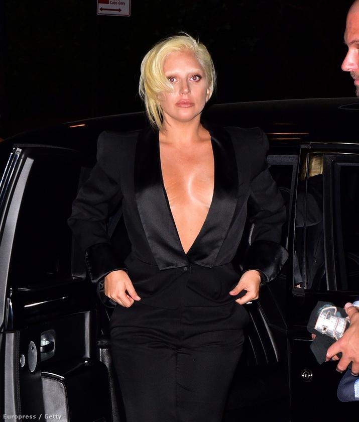 (Ezt a képet csak azért mutatjuk, mert itt jöttünk rá, hogy Lady Gaga=Brienne of Tarth.)