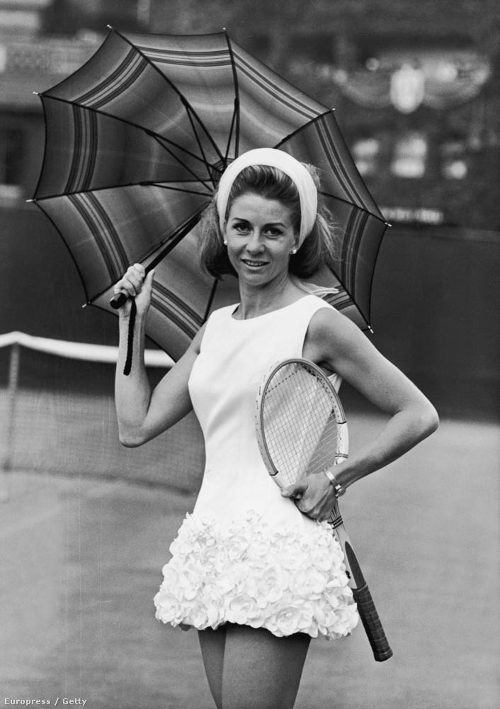 Szintén egy Tinling-ruha, ez már 1965-ből, amit az olasz Lea Pericolinak tervezett