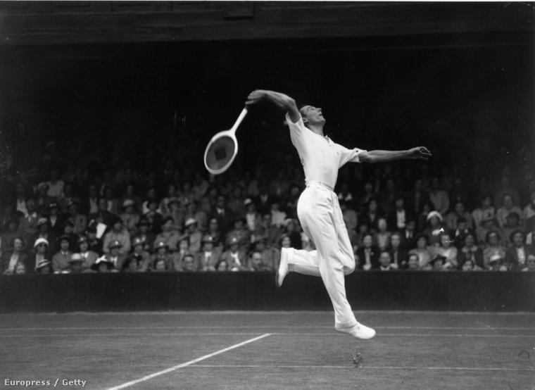 Szintén márkaalapító, a képen Fred Perry látható az 1936-os versenyen