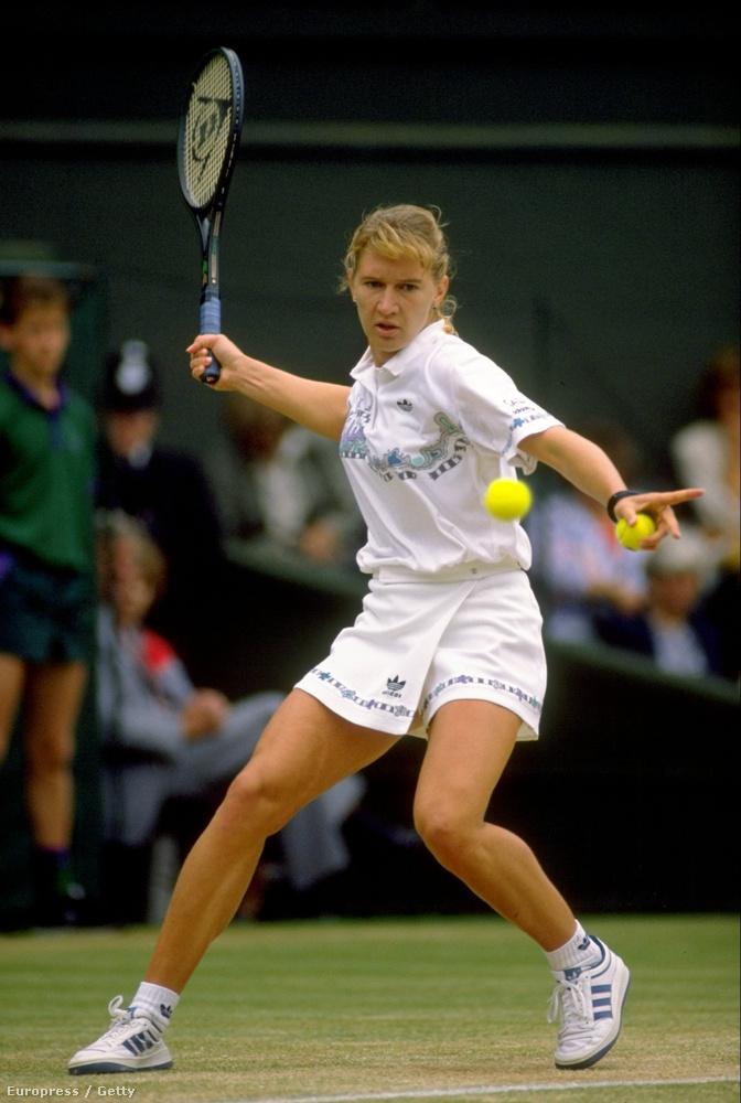 Steffi Graf viszonylag visszafogott volt a többiekhez képest, ezt a ruhát viselte 1989-ben