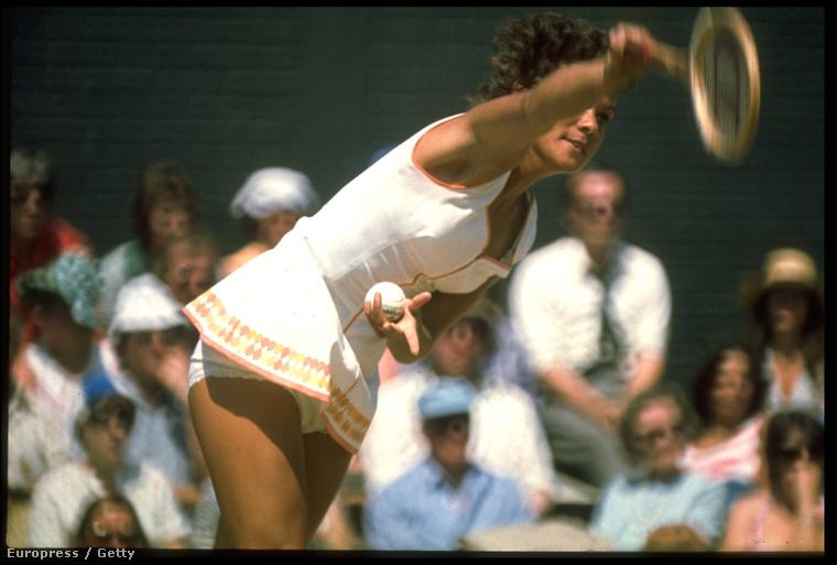Elkezdenek kilógni a fenekekA képen az ausztrál Evonne Cawley látható az 1970-es tornáról