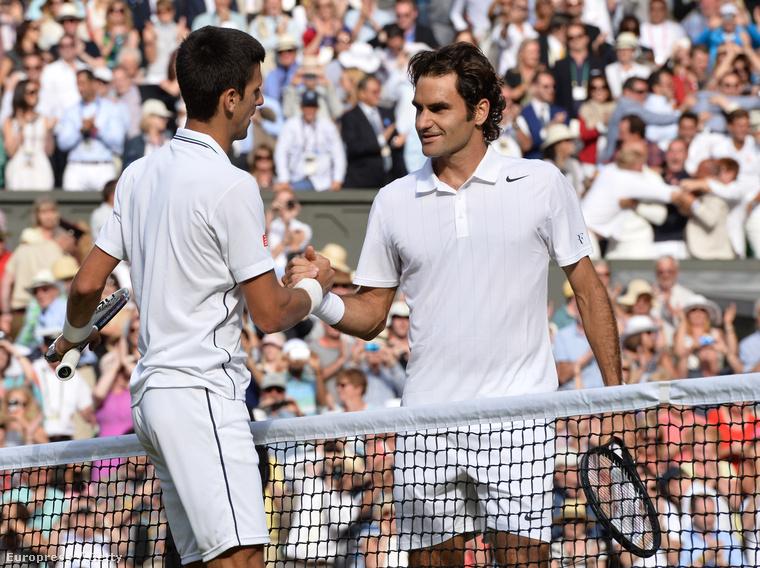 Ez a kép pedig tavaly készült a döntőben Novak Djokovicsról és Roger Federerről.
