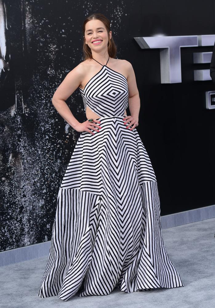 Ráadásul ez a ruha teljesen elképesztő.