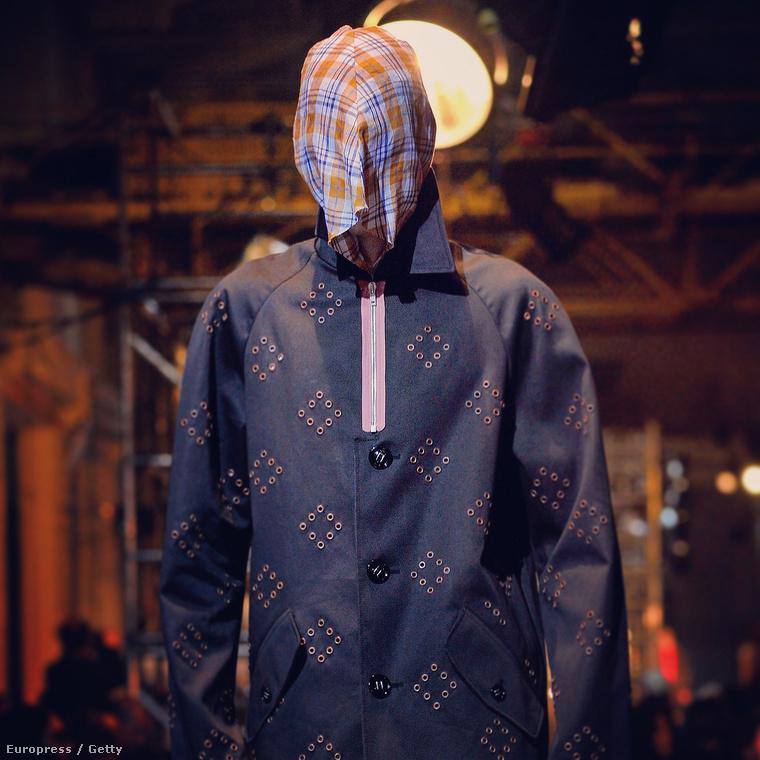 Vajon ehhez a ruhához vajon mi alapján választották ki a modellt? Úgyse látszik semmi abból a személyből, aki viseli a ruhát, az is lehet, hogy a takarítónő van benne