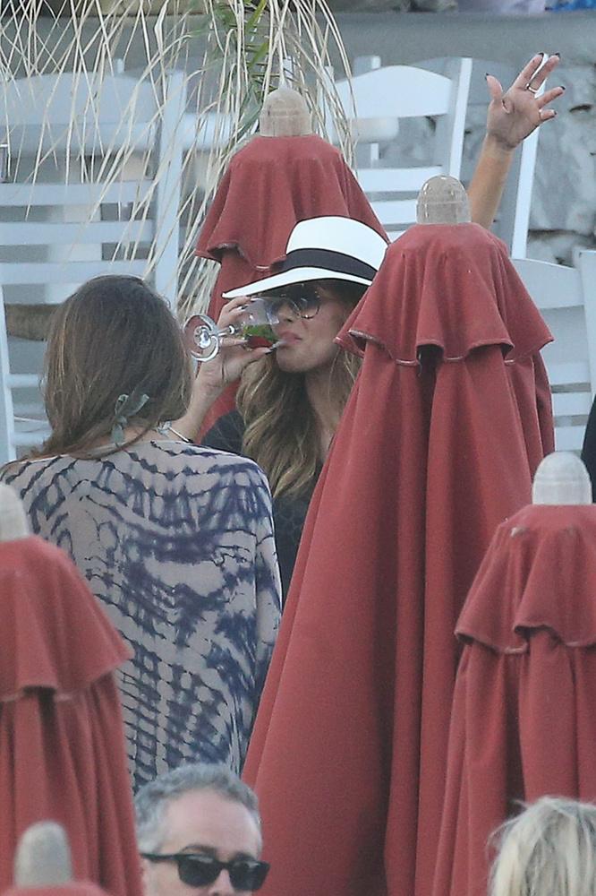 Igaz, Nicole Scherzinger tényleg ész nélkül bulikázott a születésnapján, amiből ez a fotó csak egy gyenge ízelítő