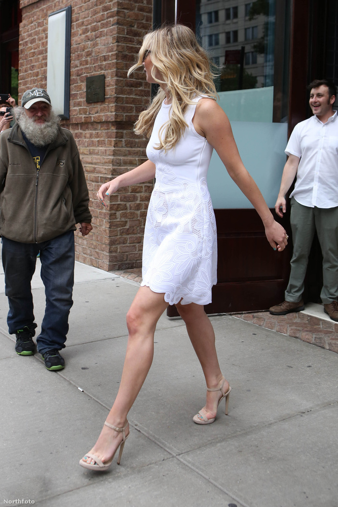 De ennél érdekesebbeket is tudunk mondani az éppen New Yorkban tartózkodó színésznőről