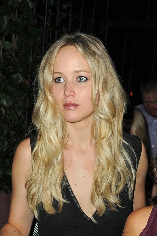 És nem a 24 éves színésznő sajátosságai.
