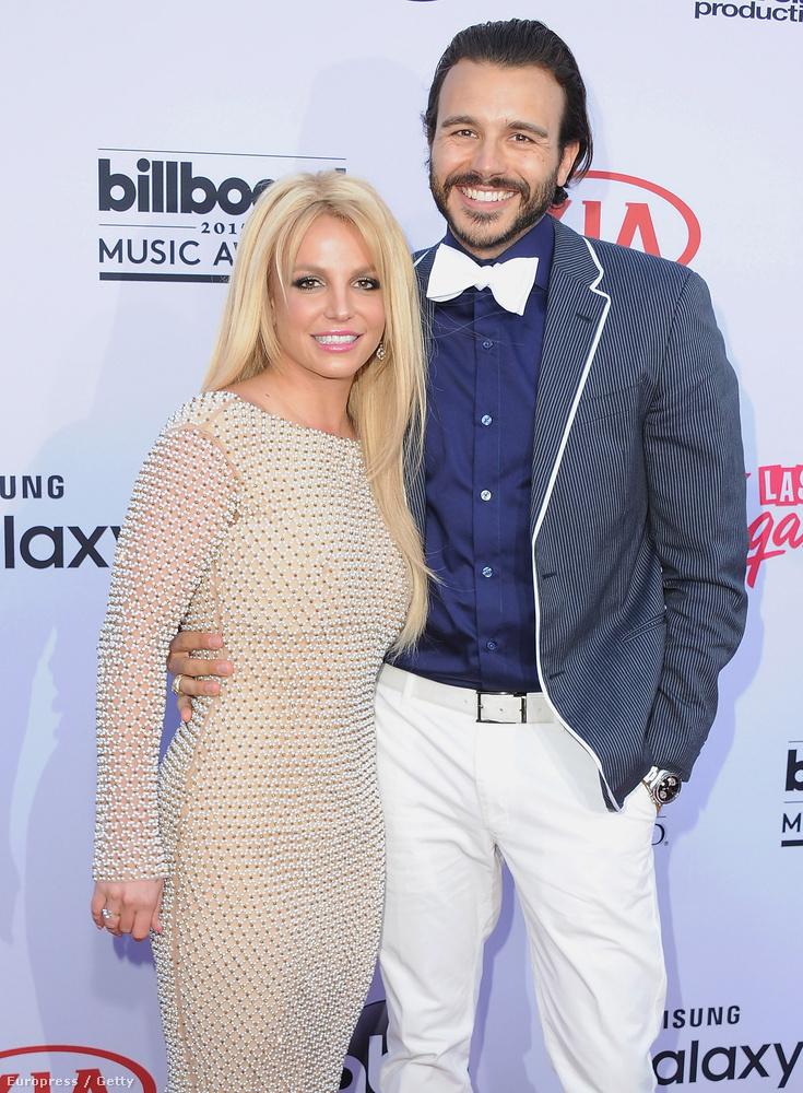 Britney Spears sem a júniust fogja az év legjobb hónapjának tartani, miután, ha nem is hivatalosan, de szakított Charlie Ebersollal.