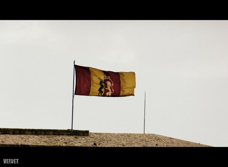 de ha igen, akkor Lannister-zászló lobog rajta.