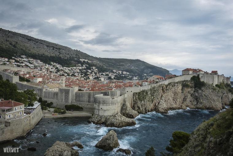 Dubrovnik egy nagyon szép horvát város, amely az utóbbi években azért is lett népszerűbb, mert ott forgatják a Trónok harca című sorozat számos jelenetét