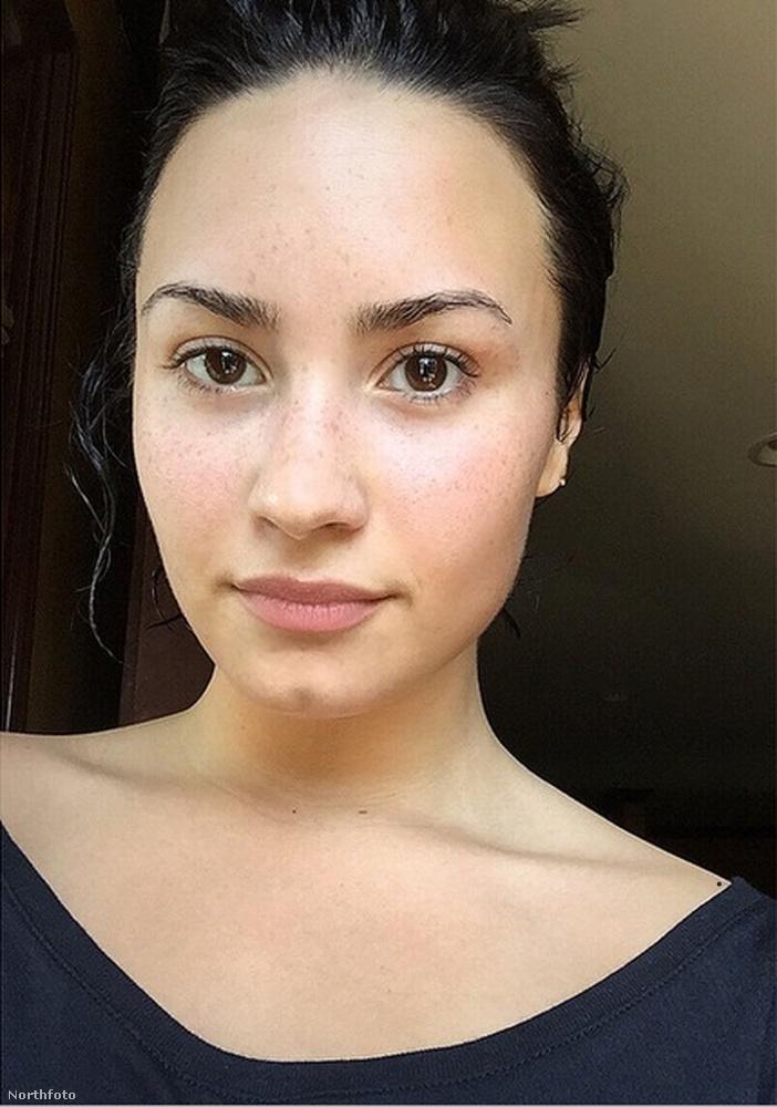 Demi Lovato smink nélkül