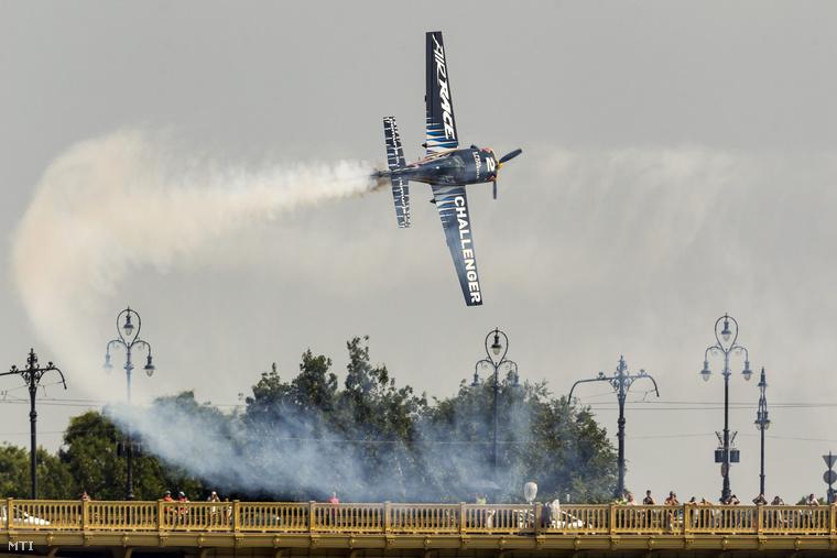 A német Florian Berger repül itt.
