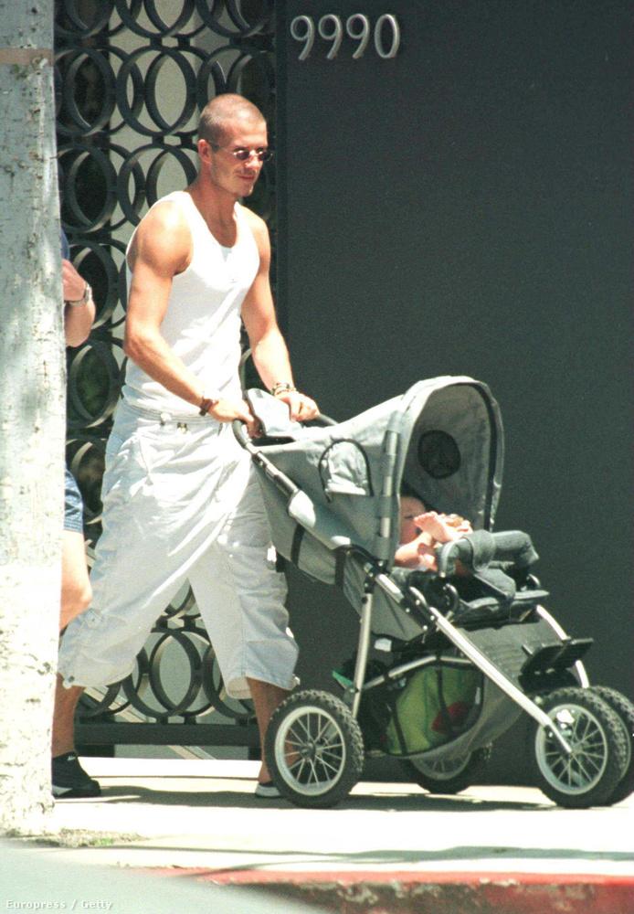 98-ben már megszületett első gyerekük, Brooklyn Beckham