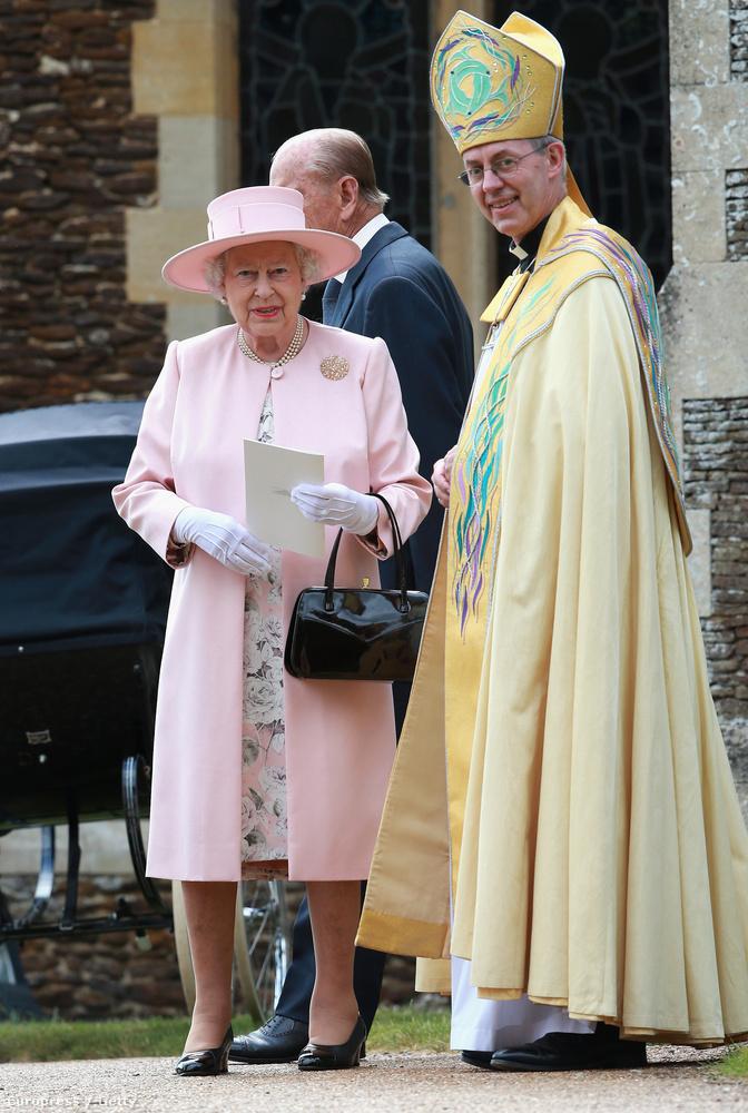 Na de visszatérve a lényegre, ez ugyebár a brit királyi család legújabb tagjának keresztelője volt