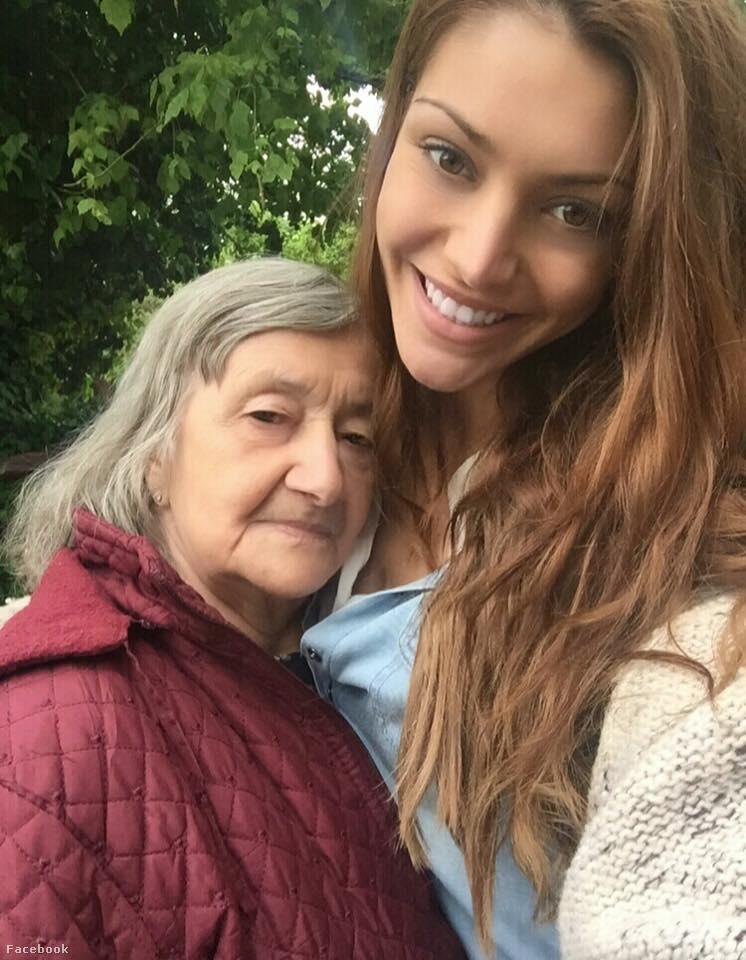 Viszont nekünk akkor is ez a kedvenc képünk róla: a nagymamájával, még indulás előtt.