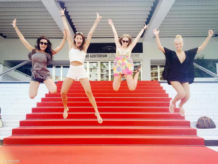 Itt további szépségversenyzőkkel látható (Kiss Daniella, Kulcsár Edina, Lepp Dorina Ágnes, Koroknyai Virág).