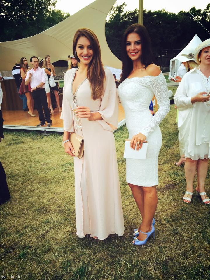 Most például ezt a képet osztották meg: balra a szépségkirálynő, jobbra a szépségverseny-tulajdonos