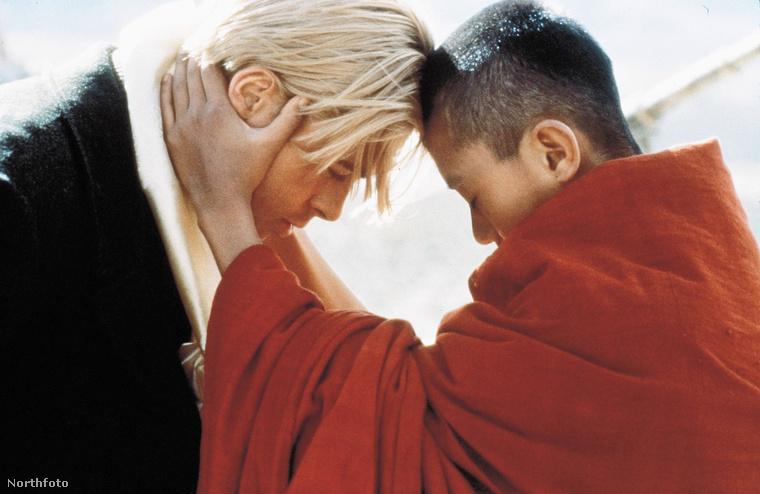 A gyerekkoráról és az 59-es felkelésről egy film is készült.Hét év Tibetben
