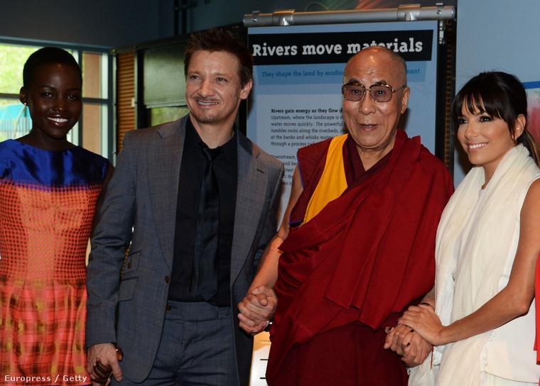 De térjünk vissza a celebes képekhez! Eva Longoria, Jeremy Renner, Lupita Nyong'o és őszentsége a dalai láma
