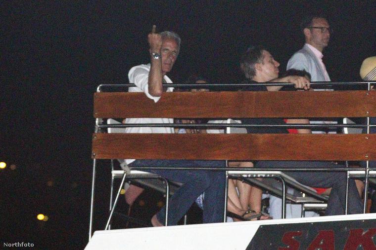 Volt olyan a hajón, aki nem örült neki, hogy fotózzák őket.