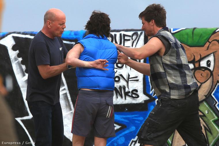 Bruce Willis jól ellátta ennek a két embernek a baját