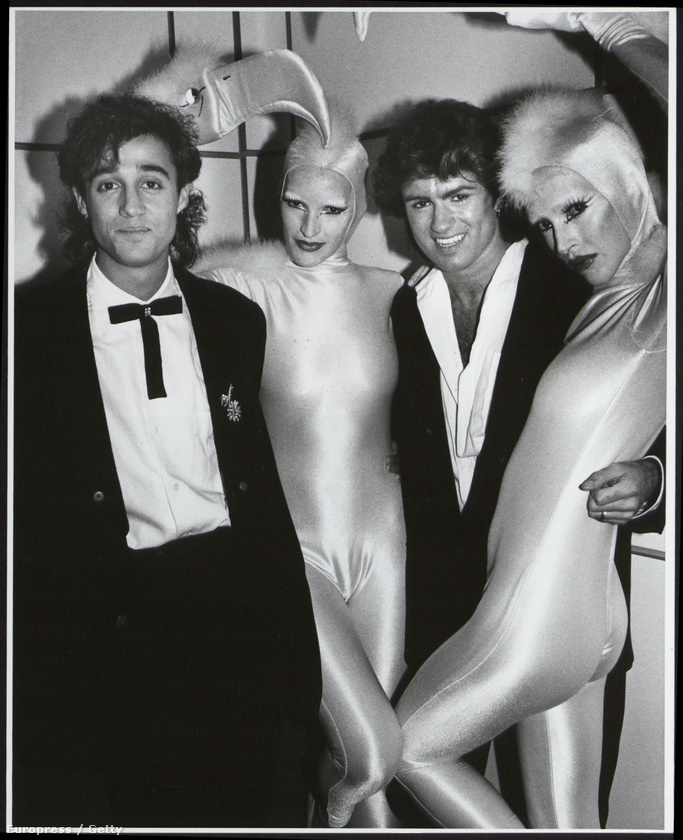 Bár George Michael már 19 évesen elmondta a kép bal oldalán látható Andrew Ridgeley-nek, hogy biszexuális, majd jóval később, egy 1999-es interjúban már nyíltan kimondta azt is, hogy meleg.