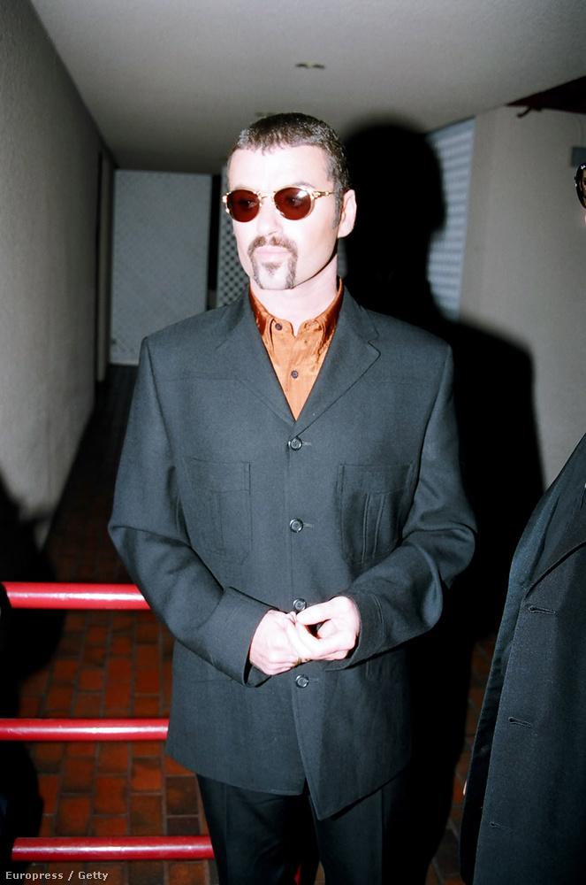1998-ban letartóztatták, miután Beverly Hills-ben egy emlékpark nyilvános vécéjében kezdeményezett szexuális aktust