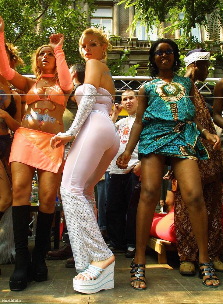 A magyar Love Parade-nak is nevezett Budapest Parádét 2000-ben rendezte meg először a Sziget Produkciós Iroda