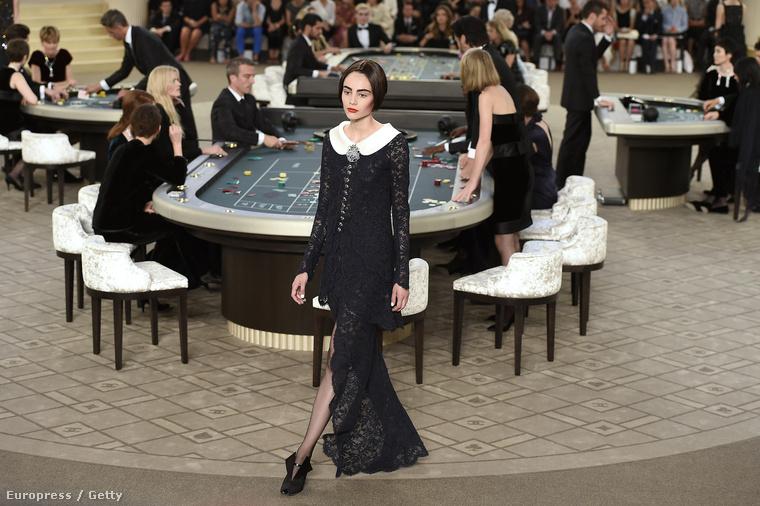 Érdekes bemutatót tartott a Chanel a párizis haute couture divathéten.