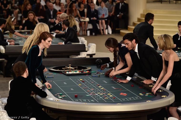 Sztárok ruletteznek, Lara Stone, Lily Rose Depp, Juilanne Moore, Kristen Stewart és Baptiste Giabiconi